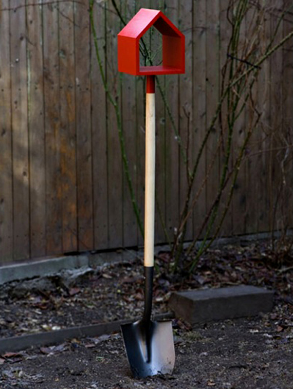 Attractive 2-in-1 Shovel Birdhouse
