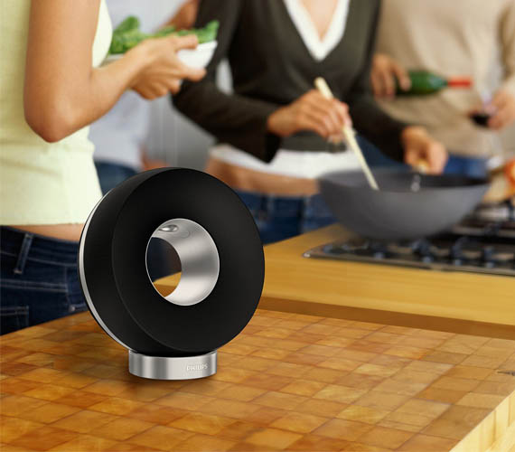 Phillips Wireless Speaker Dresses Your Desk