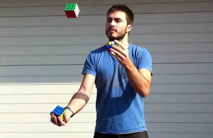 David Calvo Solves A Rubik's Cube In Less Than A Minute… While Juggling