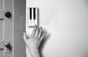 Knock Knock! Who's There? The Pianobell