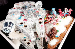 Millennium Falcon Gingerbread House