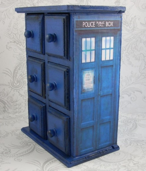A TARDIS Jewelry Box For Your Timey Wimey Bling-Bling