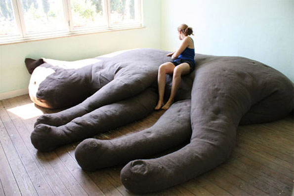 Giant cat shaped couch incredible things - Sofas para gatos ...