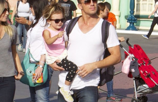 Yes Please!: Photos Of Hot Dads Visiting Disneyland