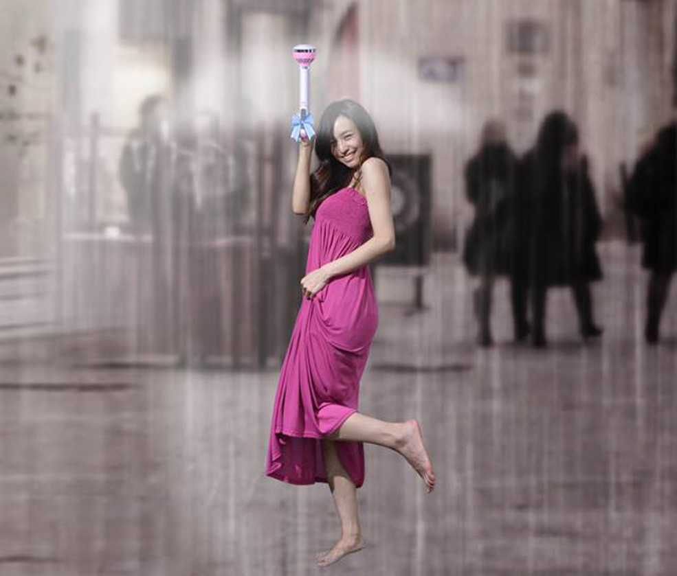 The Air Umbrella Uses A Force Field Of Air To Keep You Dry