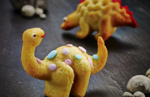 This 3D Dinosaur Cake Mold Bakes Up Your Favorite Dinos*