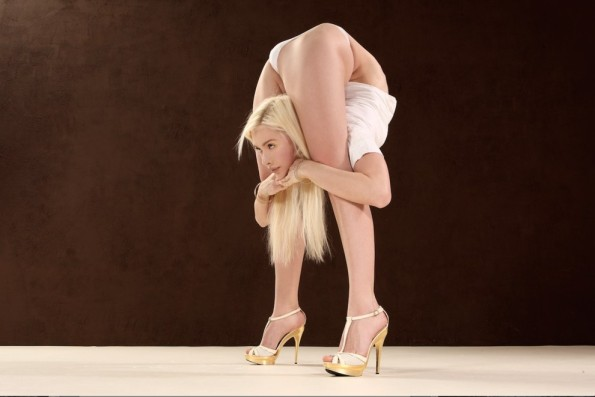 http://incrediblethings.com/wp-content/uploads/2015/03/contortionist-1-e1426130003119.jpg
