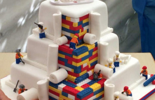 A Couple Had A LEGO Wedding Cake Because Love Is Real