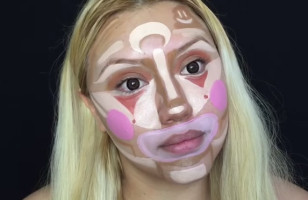 A Makeup Artist Paints Her Face Like A Clown… Then Blends It In & Looks Like A Supermodel