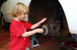 This Video Of A 5 Year Old Mechanic Is So Adorable!