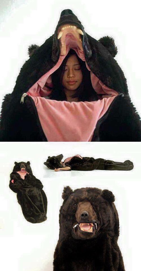 Someone has created a gigantic bear sleeping bag and everything about it is absolutely perfect. Japanese artist Eiko Ishizawa is the brilliant mind behind this sleeping bag, called the