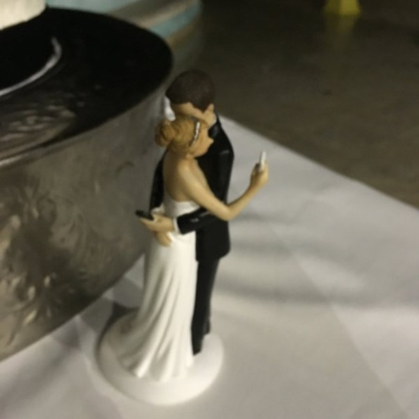 Kissing Bride And Groom Cake Topper