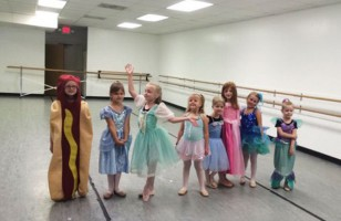 A Little Girl Showed Up As A Hot Dog On Princess Day…