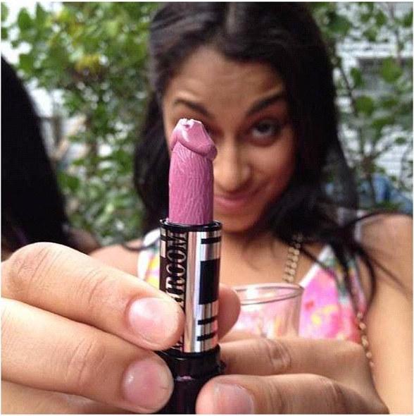 lipstick-shaped-like-a-penis-5
