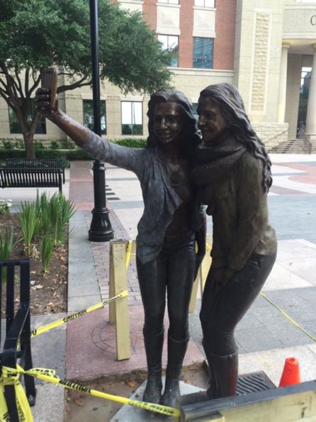 A Town Gets A Selfie Statue Because Art Imitates Life