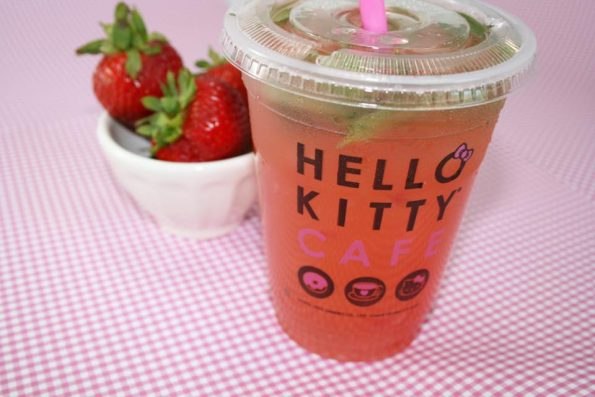 hello-kitty-cafe-4