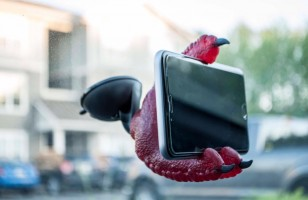 GIVEAWAY: Enter To Win This Phone Claw Smartphone Holder