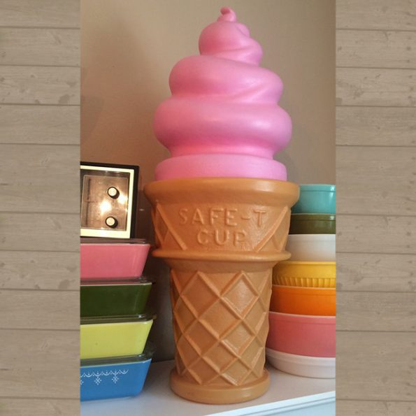giant-ice-cream-cone-lamp-3