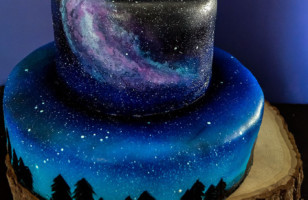 You Have GOT To See This Gorgeous Galaxy Cake