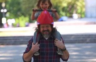 The Piggyback Driver Is A Helmet With Handlebars