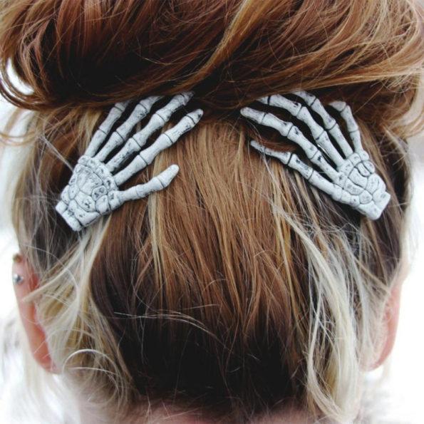 skeleton-hand-barettes