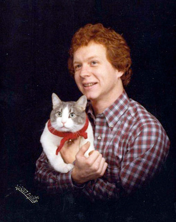 Glorious Vintage Photos Of Men Posing With Cats