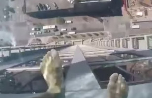 This Glass Bottom Pool Is 40 Stories Above The Street