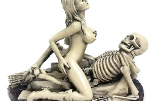 Sexy Nude Woman Funny Dracula Love Making Figurine Statue For Adults