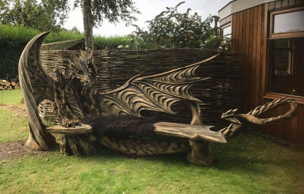 Incredible Dragon Bench Made From Chainsaw