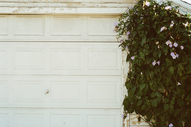 Choose the Right Service for Your Emergency Garage Door Repair