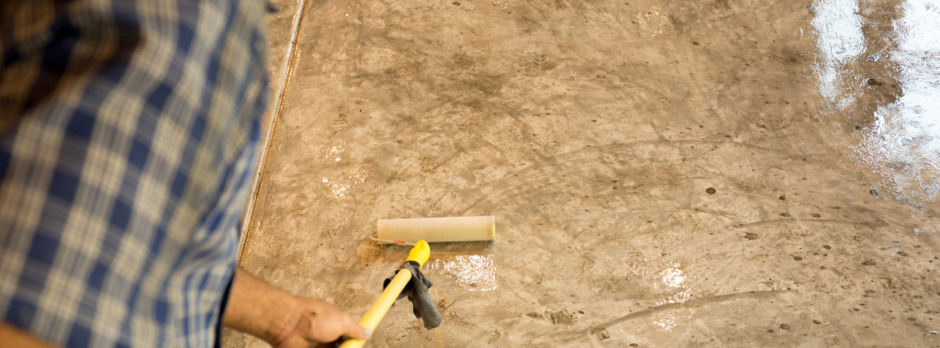 Importance and steps to follow while applying sealer with a roller?