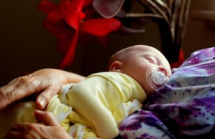 SIDS, swaddling, and sleeping: how to put your newborn to sleep safely