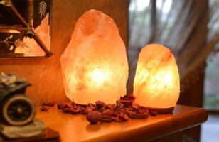 Reasons to keep a Himalayan salt lamp in the house