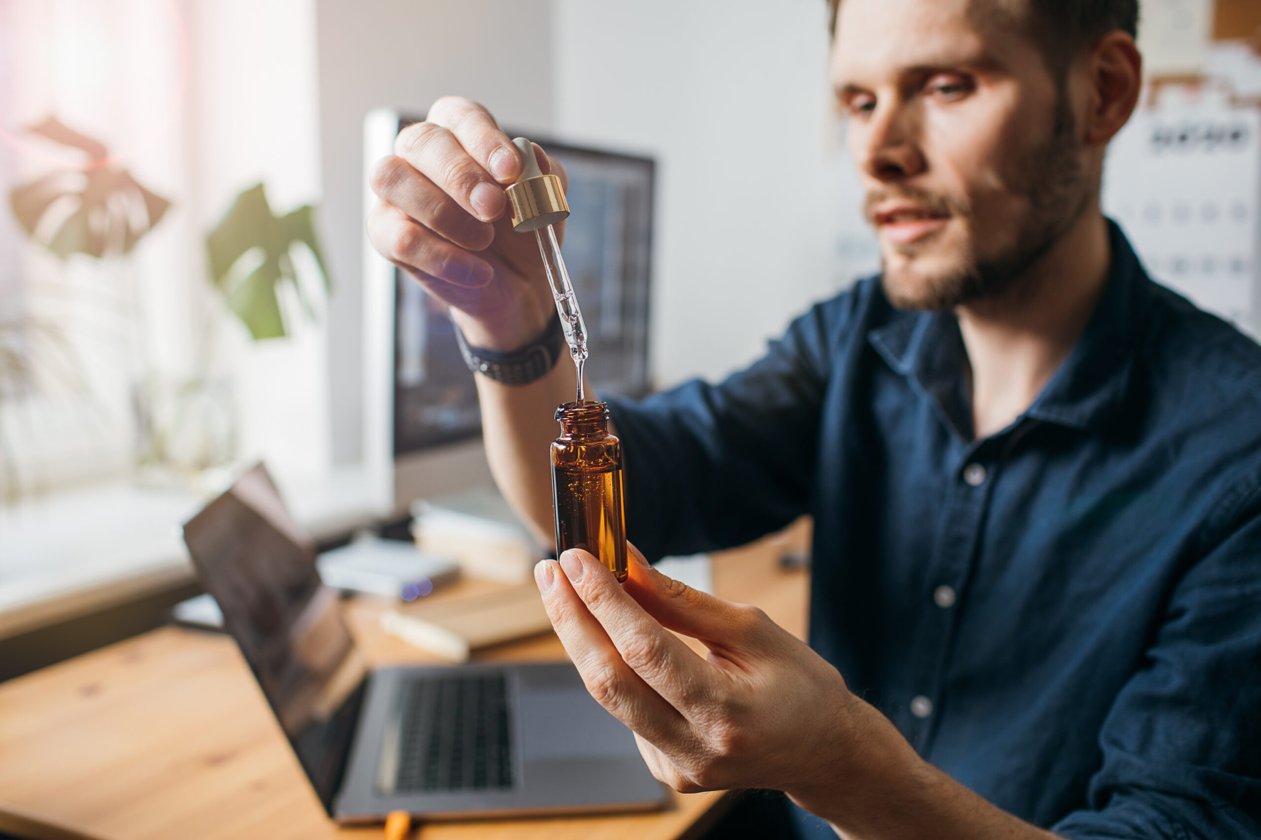 How To Use CBD Oil To Improve Your Performance In The Bedroom