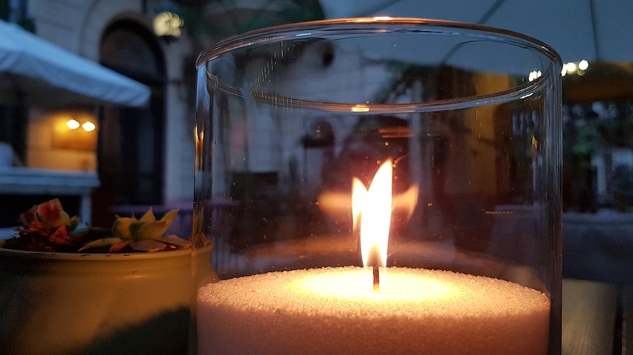 A brief guide about fragrant candles and the history of perfume creation