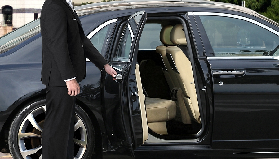 Be Treated Like a CEO With The 5 Best Chauffeur-Driven Cars