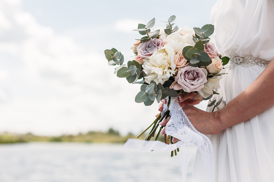 Factors to consider when hiring florists for wedding venue decoration