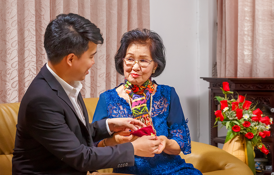 Gift-Giving in Korean Culture: A Foreigner's Guide