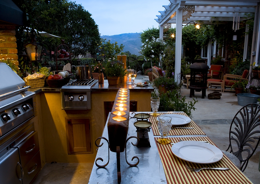 Taking Your Back Yard to New Levels with an Outdoor Kitchen