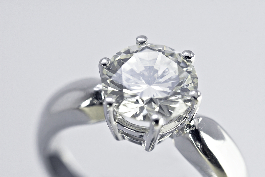 A 101 on the 4 C's of moissanite: Clarity, Colour, Cut and Carat