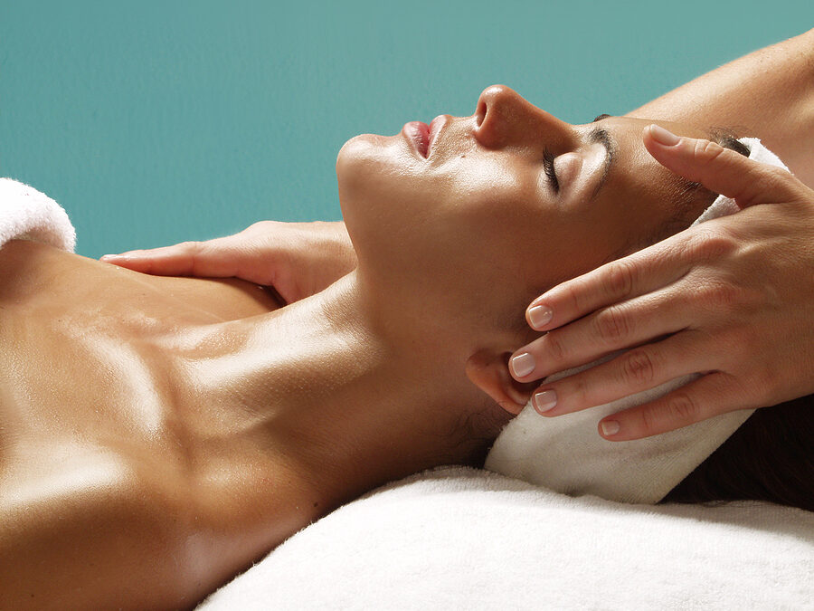 Why Opt For Facial Extraction Treatment To Get Rid of Acne