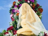 Meet Brie-Oncé, A Statue Of Beyoncé Made Out Of Cheese